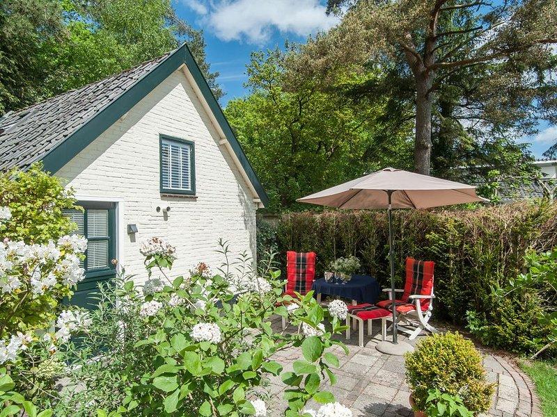 Pleasing Holiday Home in Schoorl with Patio, holiday rental in Schoorl