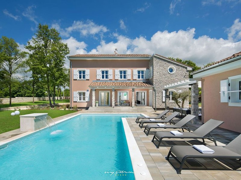 Luxury villa with pool in Central Istria, holiday rental in Jursici