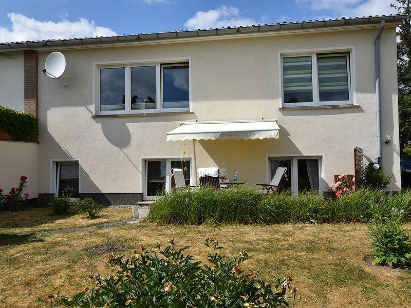 Apartment in Ravensberg with BBQ, Terrace, Fenced Garden, casa vacanza a Goldberg