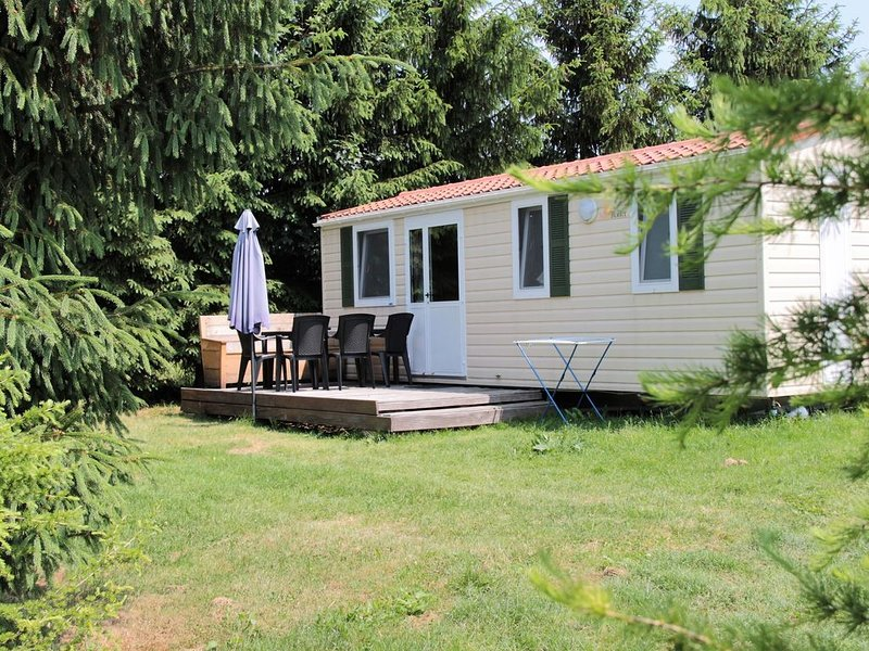 Snug Mobile Home in Januv Dul Bohemian with Pool, holiday rental in Mnisek