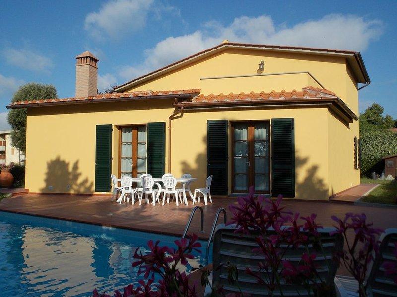 Villa a Scarperia con 5 camere da letto e 10 posti letto, holiday rental in Ferracciano