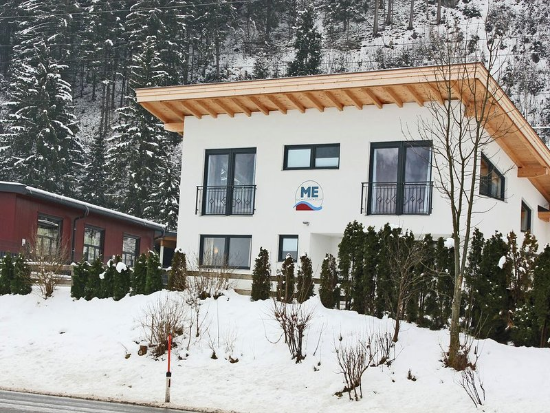 Modern Holiday Home in Zell am Ziller near Ski Lift, aluguéis de temporada em Zell im Zillertal