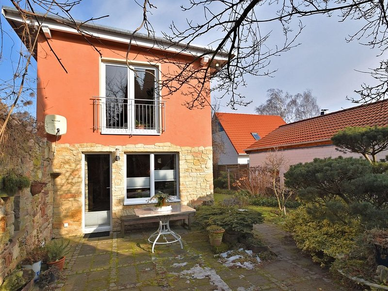 Cosy holiday home in Wernigerode with fireplace and private terrace, holiday rental in Veltheim