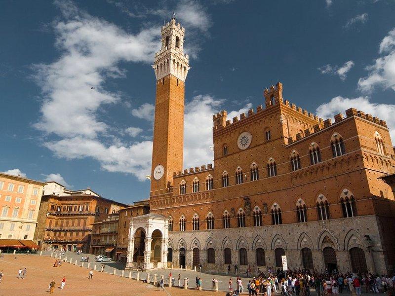 Siena is 9 km away from the Farm