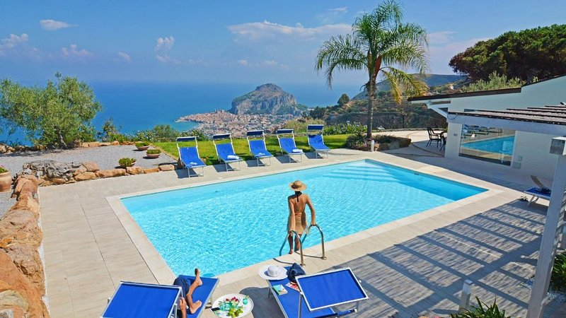Stunning views of the sea and Cefalu, perfect to relax., vacation rental in Cefalu