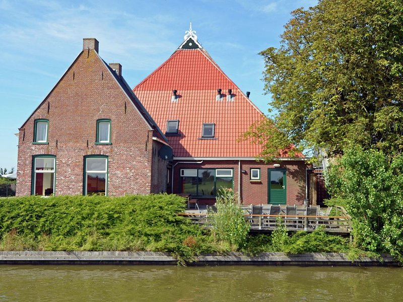 The Blikvaart, stunning views with whirlpool, infrared cabin and solarium, alquiler vacacional en Bitgummole