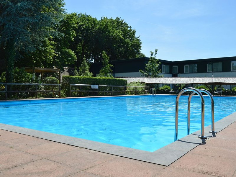 Charming Holiday Home in Hulshorst with Swimming Pool, holiday rental in Vierhouten