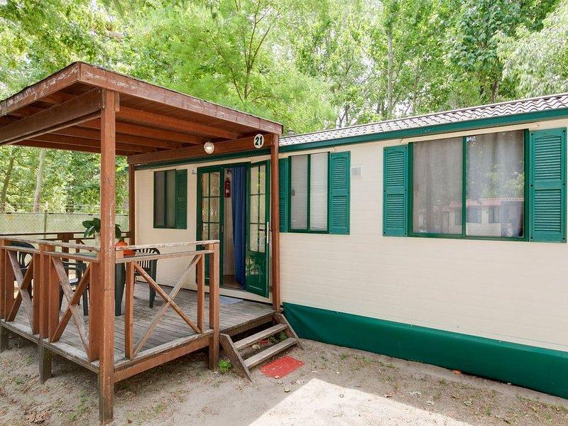 Modern Mobile Home in Cesenatico with Pool near Seabeach, casa vacanza a Cesenatico