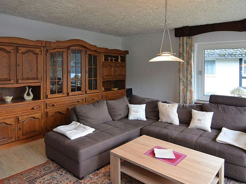 Apartment in Assinghausen with a Sun Terrace, casa vacanza a Assinghausen