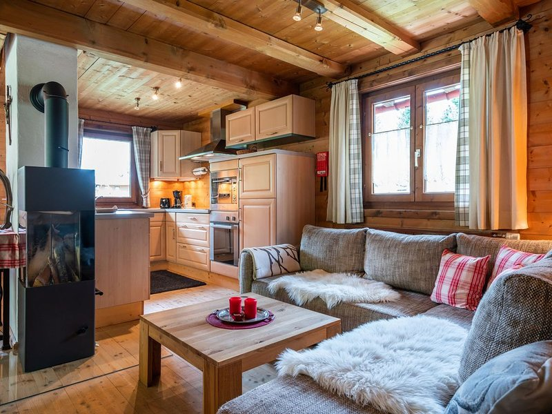 Boutique Chalet in Kirchberg with Private Terrace and Garden, holiday rental in Aschau bei Kirchberg