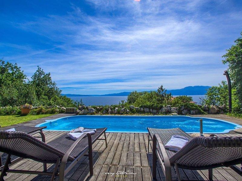 Beautiful villa with sea view in Kvarner, casa vacanza a Kostrena