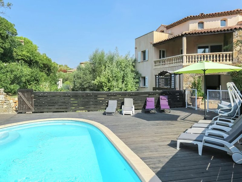Mediterranean home with private pool and summer kitchen, 800m from the beach, location de vacances à Sainte-Maxime