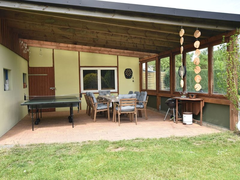 Magnificent Apartment in Garz with Garden, location de vacances à Greifswald