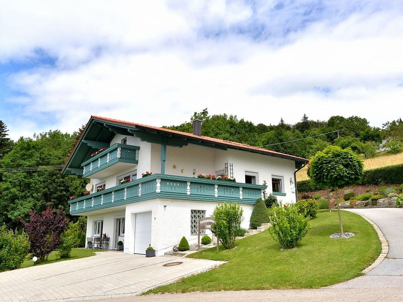Bavarian style apartment in Bavaria with private terrace, aluguéis de temporada em Fuersteneck