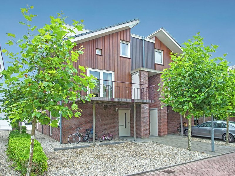 Tidy apartment with dishwasher, close to Amsterdam, holiday rental in Uitgeest