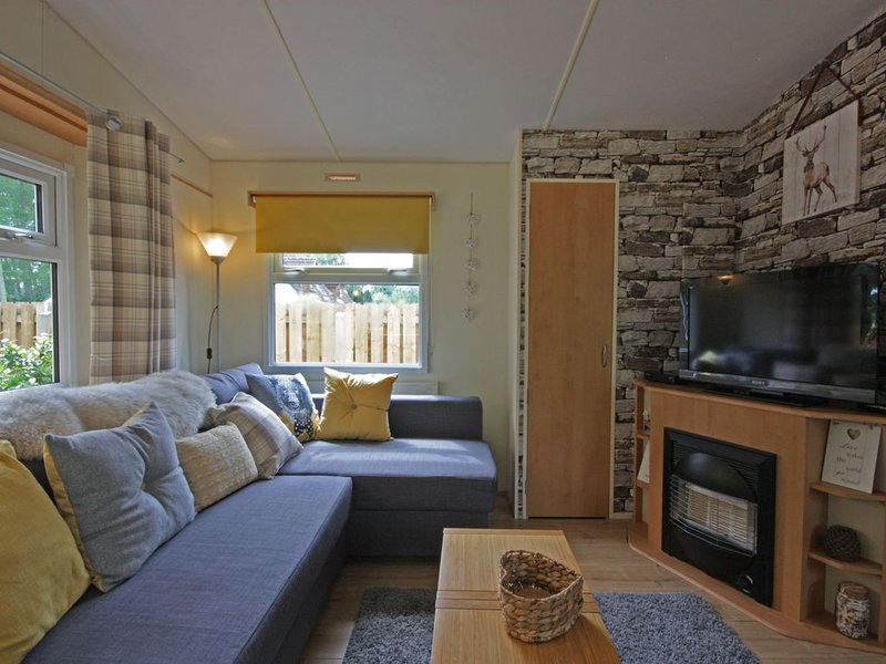 Luxury caravan in peaceful country location, casa vacanza a Muir of Ord