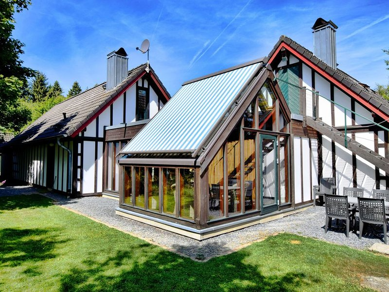 Peaceful Holiday Home in Bütgenbach with Terrace, holiday rental in Leykaul
