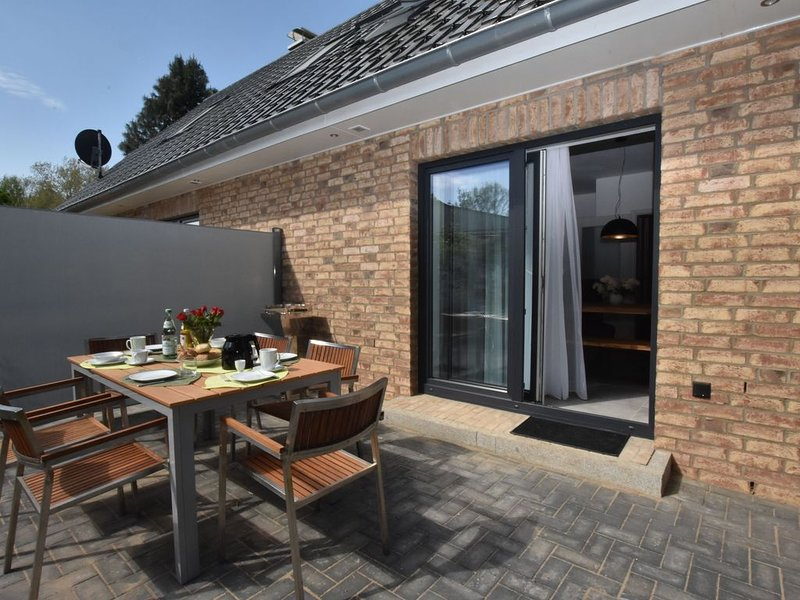 Charming Holiday Home in Damshagen with Fireplace, holiday rental in Stellshagen