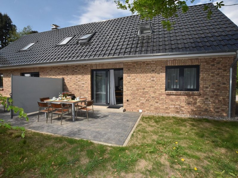 Idyllic Holiday Home in Damshagen with Terrace, holiday rental in Reppenhagen