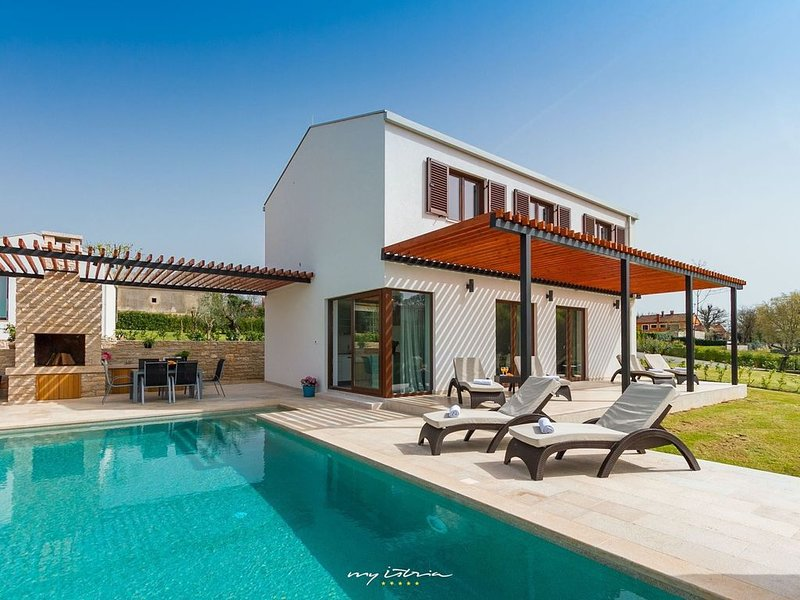 Modern villa with private pool in Central Istria, holiday rental in Kringa