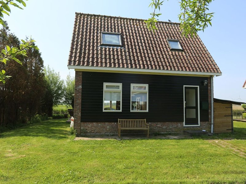 Romantic holiday home directly on the Markermeer lake with waterfront terrace, vacation rental in Berkhout