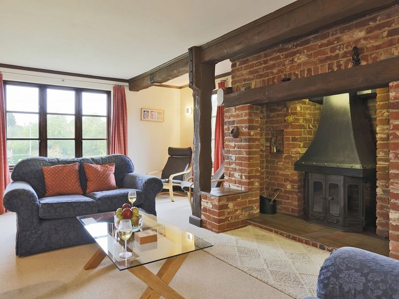 Hollybank Cottage - Four Bedroom House, Sleeps 8, Ferienwohnung in Ufford