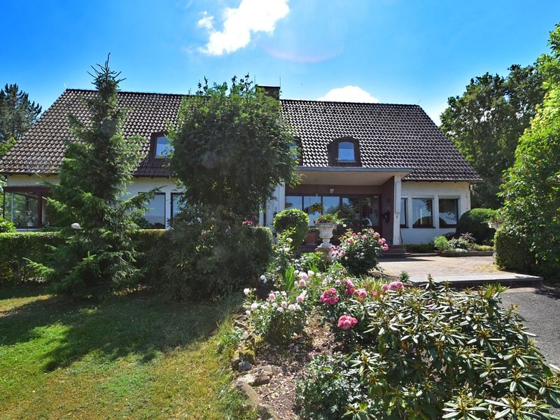 Spacious Holiday Home in Eschwege with Private Garden, Ferienwohnung in Heilbad Heiligenstadt