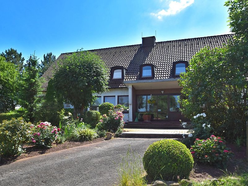 Group house in charming low mountain landscape in Hesse with park-like property, Ferienwohnung in Heilbad Heiligenstadt