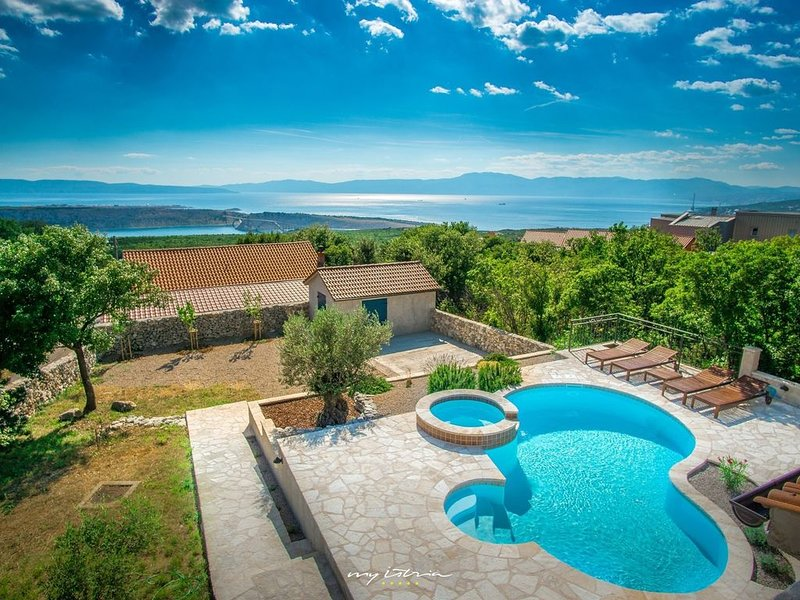 Picture perfect holiday villa overlooking Kvarner, alquiler vacacional en Smrika