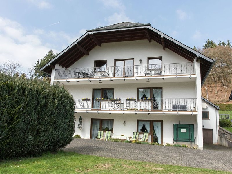 Lovely Mansion in Lirstal with Terrace, location de vacances à Kottenheim