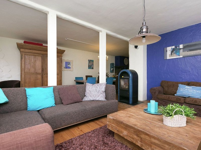 Stylish Holiday Home in Bernkastel-Kues Germany near Forest, holiday rental in Zeltingen-Rachtig