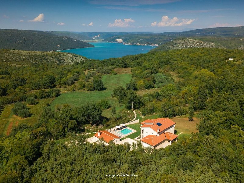 Impressive villa with private pool in Rakalj, vacation rental in Rakalj