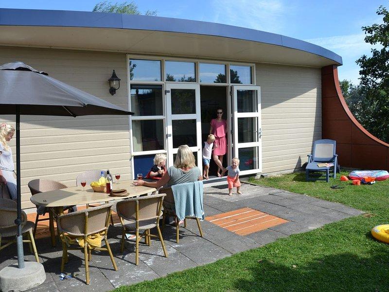 Unique bungalow with nautical decor at the beach, location de vacances à 's-Gravenzande