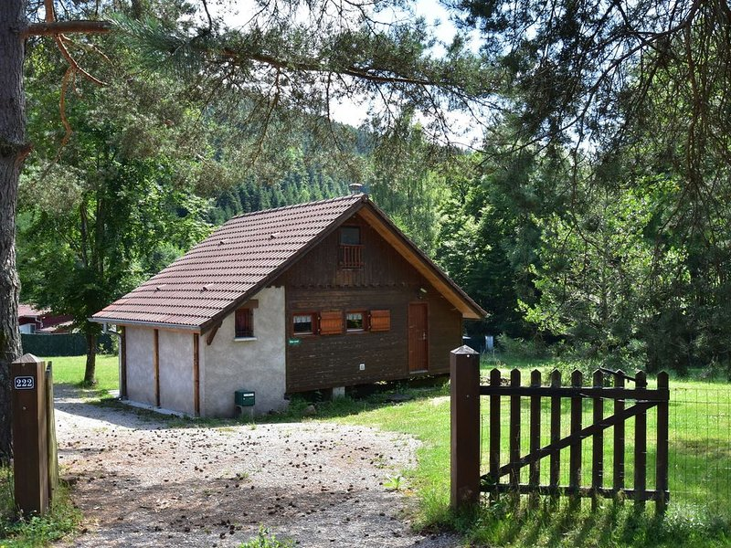 Cosy Chalet in Turquestein Blancrupt for family close to mountain stream, holiday rental in Schirmeck