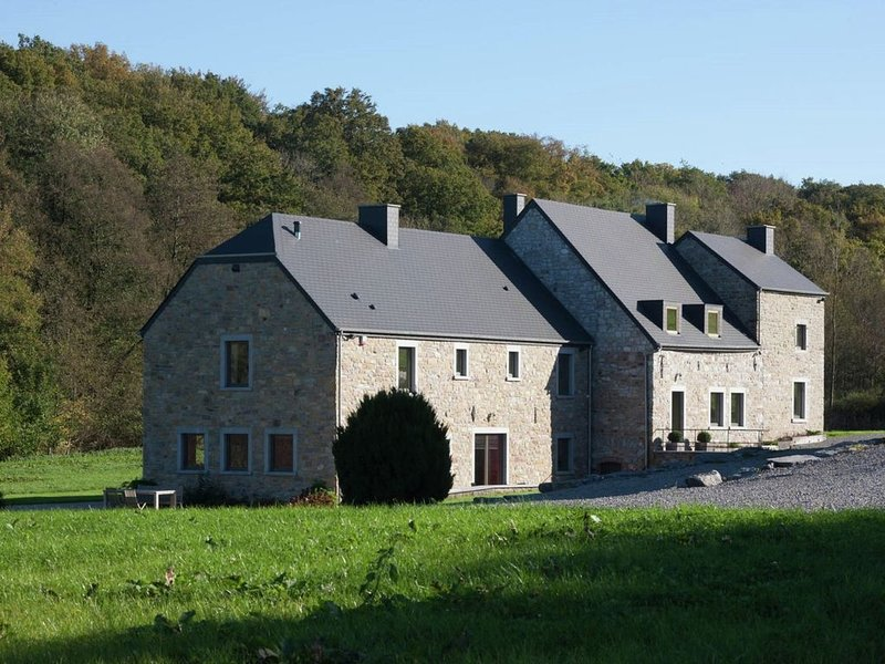 Lovely Holiday Home in Mettet with Garden, holiday rental in Gerpinnes