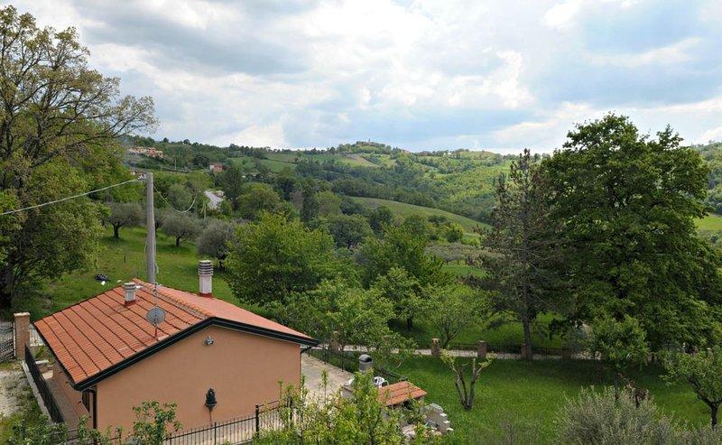 Vacation Home a Gualdo Tadino con 2 camere da letto e 3 posti letto, vacation rental in Fossato di Vico