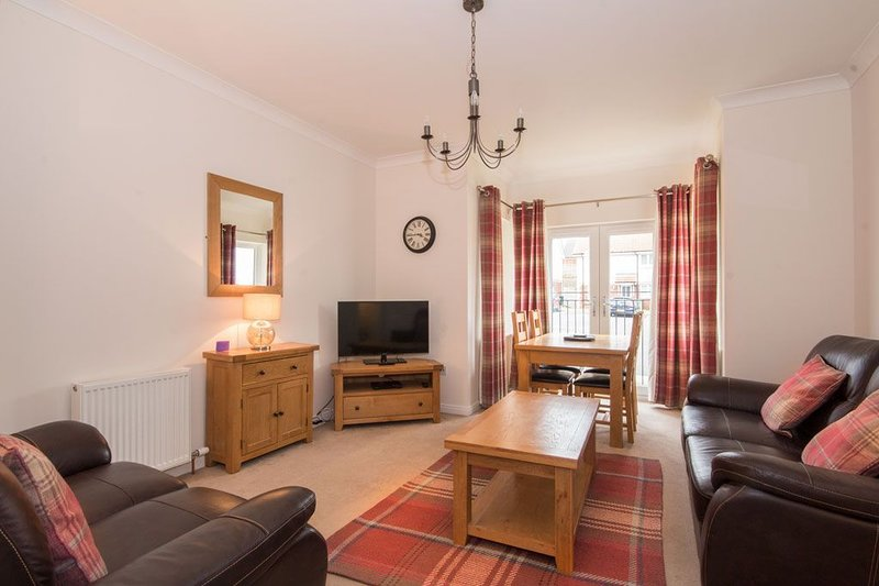 No57 Holm Farm Apartment -  an apartment that sleeps 4 guests  in 2 bedrooms, vacation rental in Inverness