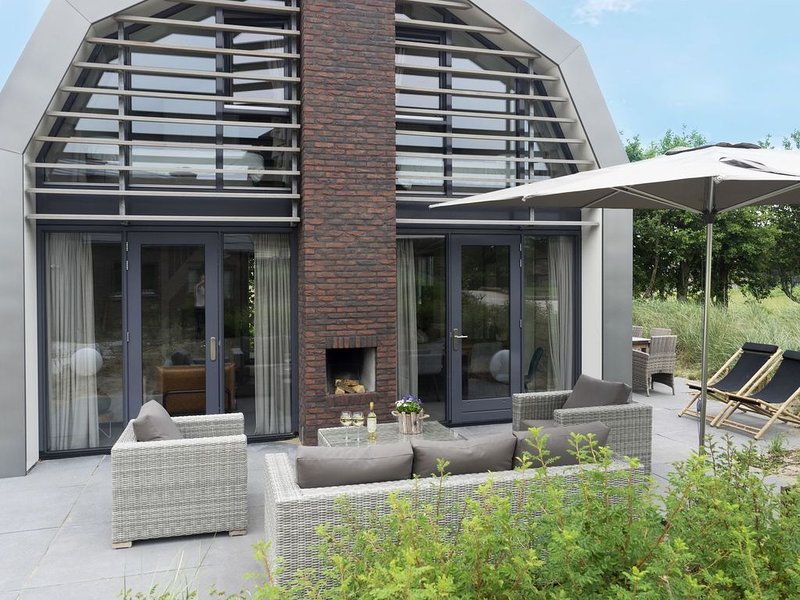 Beautiful new villa with sauna surrounded by dune reserve near the sea, holiday rental in Egmond aan den Hoef