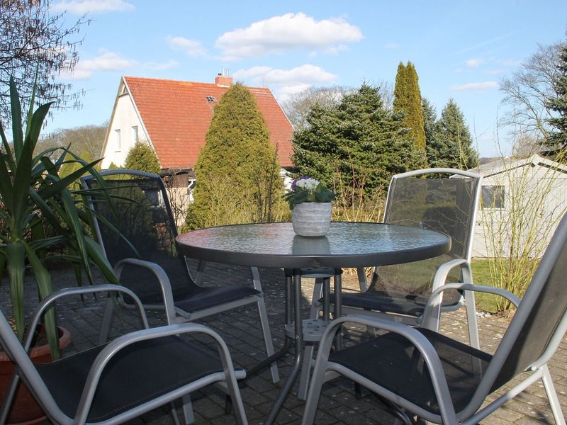 Modern Apartment in Kröpelin with Camping Cot, holiday rental in Kroepelin