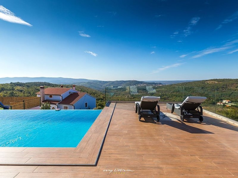 Modern villa with private pool near Labin, location de vacances à Rabac