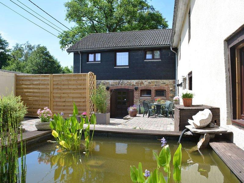 Comfortable apartment with terrace, ideally located in Trois-Ponts, location de vacances à La Gleize