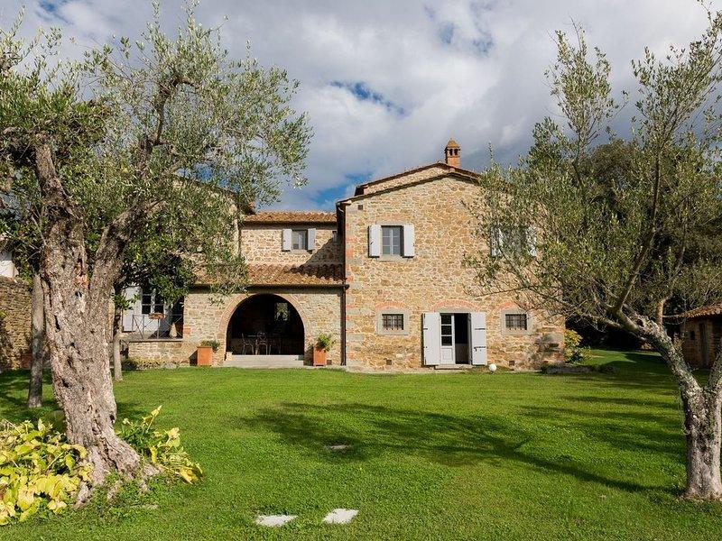 Villa a Terontola con 5 camere da letto e 10 posti letto, vacation rental in Terontola