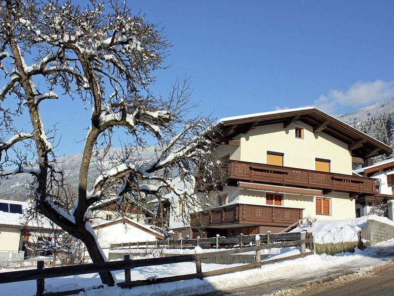 Spacious Apartment in Hart im Zillertal with Balcony, holiday rental in Hart im Zillertal
