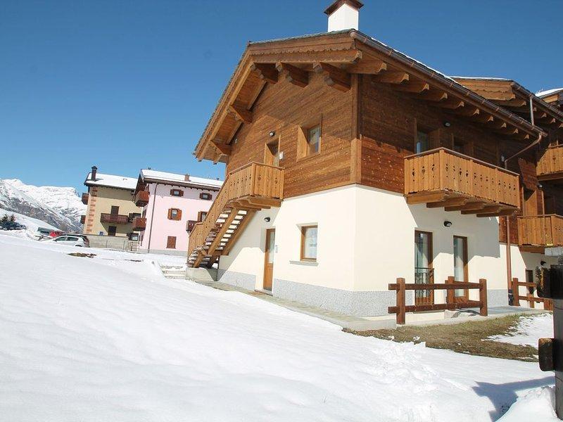 Serene Holiday Home in Livigno Italy near Ski Area, holiday rental in Teola