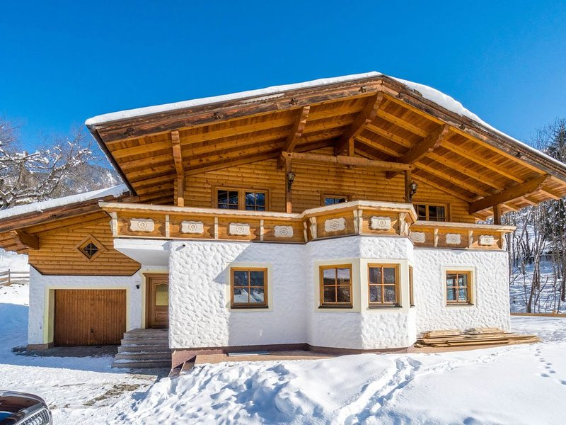 Luxurious Holiday Home in Rauris with Garden, holiday rental in Frostlberg