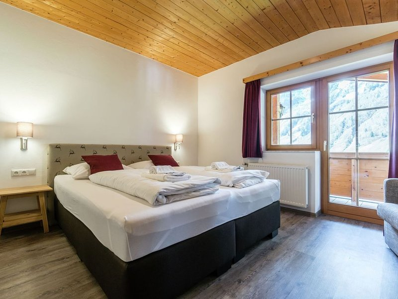Spacious Holiday Home in Rauris near Ski Area, holiday rental in Frostlberg