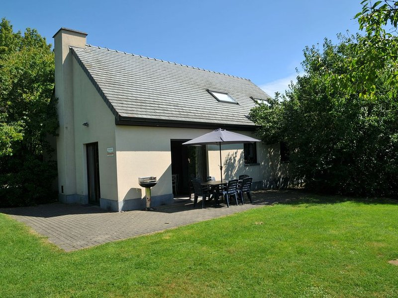Holiday home with jacuzzi and steam room, situated in the forest, holiday rental in Heure