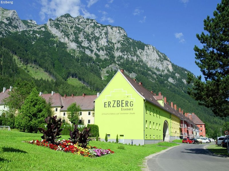 Hilltop Apartment in Eisenerz with Garden, holiday rental in Sankt Gallen