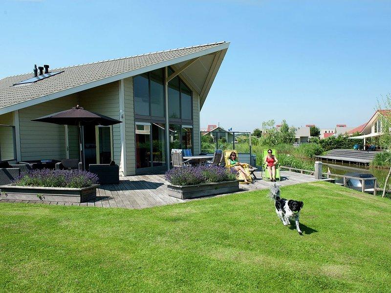 Comfortable villa with a dishwasher, at the Veerse Meer, alquiler vacacional en Geersdijk