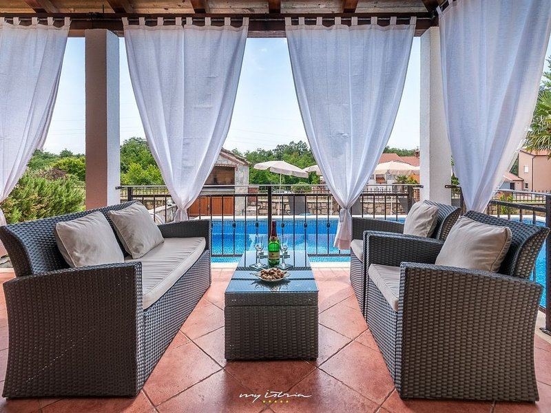 Beautiful villa with private pool near Porec, vacation rental in Porec